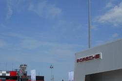 L'hospitality Porsche nel paddock