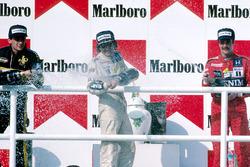Podyum: Yarış galibi Nelson Piquet, Williams, 2. Ayrton Senna, Lotus, 3. Nigel Mansell, Williams