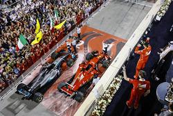 Podyum: Yarış galibi Sebastian Vettel, Ferrari, Matteo Togninalli, Şef Yarış Mühendisi, Ferrari