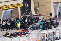 Daniel Ricciardo, Red Bull Racing RB13, passes Valtteri Bottas, Mercedes AMG F1 W08, and Lewis Hamilton, Mercedes AMG F1 W08