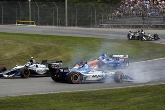 Choque de Max Chilton, Carlin Chevrolet y Takuma Sato, Rahal Letterman Lanigan Racing Honda