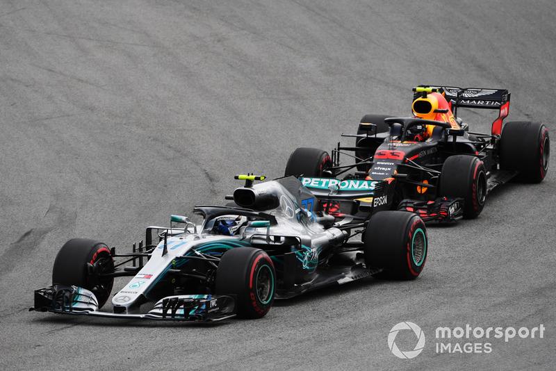 Valtteri Bottas, Mercedes AMG F1 W09 EQ Power+ ve Max Verstappen, Red Bull Racing RB14