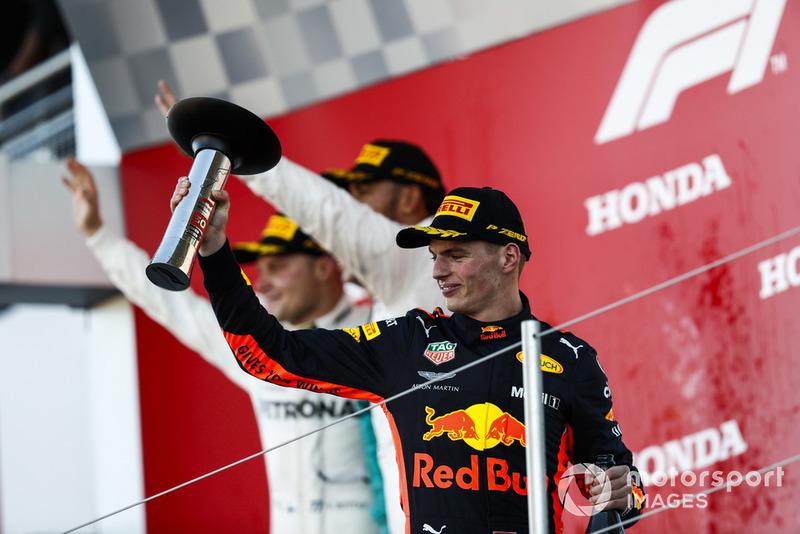 Il terzo classificato Max Verstappen, Red Bull Racing, sul podio