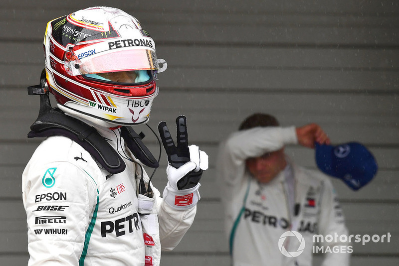El poleman Lewis Hamilton, Mercedes AMG F1 celebra en parc ferme