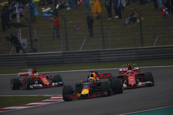 Daniel Ricciardo, Red Bull Racing RB13, leads Kimi Raikkonen, Ferrari SF70H, and Sebastian Vettel, Ferrari SF70H