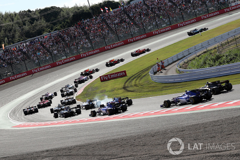 Lewis Hamilton, Mercedes-Benz F1 W08 al comando alla partenza