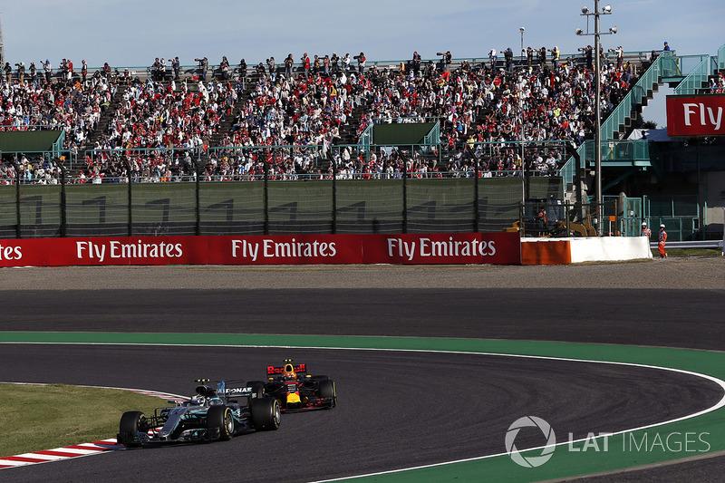 Valtteri Bottas, Mercedes-Benz F1 W08  y Max Verstappen, Red Bull Racing RB13