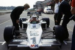 Ayrton Senna, se prepara para hacer su primera vuelta en el Williams FW08C