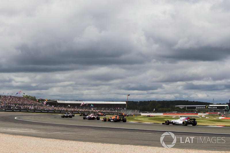 Sergio Perez, Sahara Force India F1 VJM10, Stoffel Vandoorne, McLaren MCL32, Felipe Massa, Williams FW40