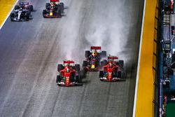 Sebastian Vettel, Ferrari SF70H, Max Verstappen, Red Bull Racing RB13, Kimi Raikkonen, Ferrari SF70H, raken elkaar bij de start