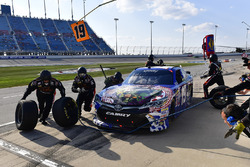 Matt Tifft, Joe Gibbs Racing Toyota makes a pit stop