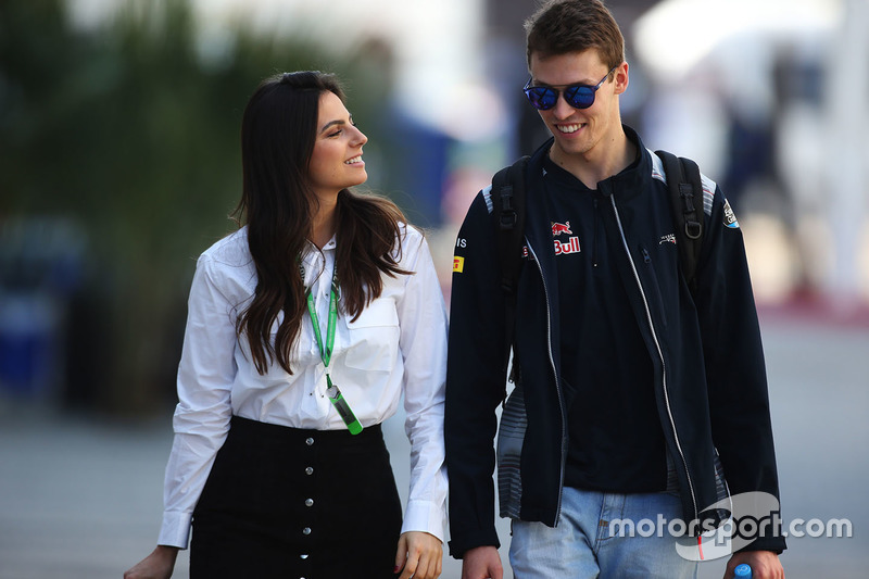 Гонщик Scuderia Toro Rosso Даниил Квят со своей девушкой Келли Пике