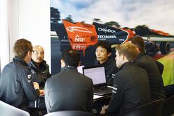 McLaren y Honda miembros del equipo en discución
