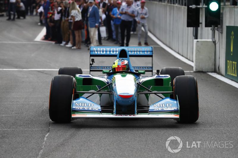 Naquele mesmo ano, guiou um carro de F1 pela primeira vez: na homenagem aos 25 anos da primeira vitória de seu pai, guiou a Benetton de 1994 em Spa.