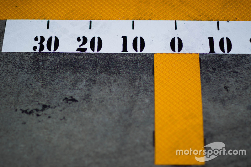 Pitlane markings