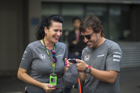Fernando Alonso, McLaren and Silvia Hoffer Frangipane, McLaren Press Officer