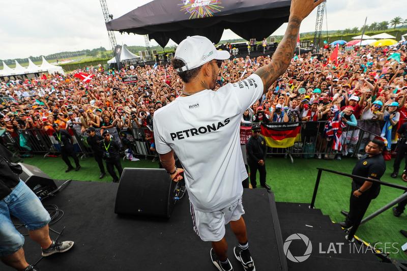 Льюіс Хемілтон, Mercedes AMG F1 з уболівальниками