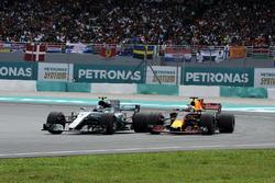 Valtteri Bottas, Mercedes-Benz F1 W08  battles, Daniel Ricciardo, Red Bull Racing RB13