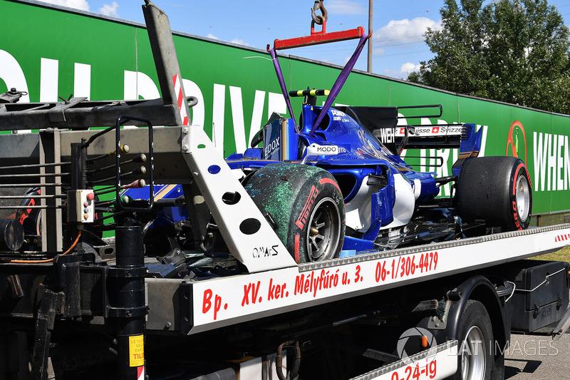 The crashed car of Pascal Wehrlein, Sauber C36