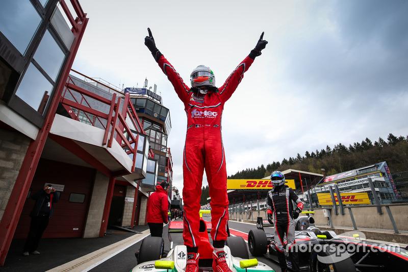 Le vainqueur Alfonso Celis Jr., Fortec Motorsports
