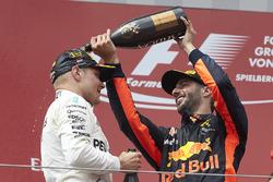 3. Daniel Ricciardo, Red Bull Racing ve yarış galibi Valtteri Bottas, Mercedes AMG F1