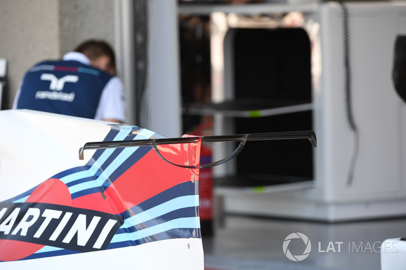 Williams FW40 engine cover wing detail
