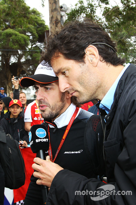 Mark Webber, Porsche Team WEC en Channel 10 Presentator met Fernando Alonso McLaren