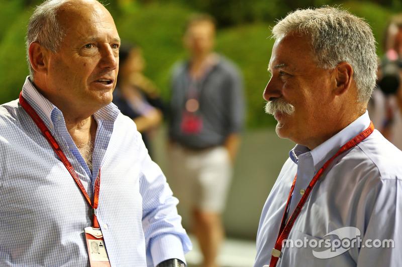 رون دينيس، الرئيس التنفيذى لمجموعة مكلارين وتشايس كاري، رئيس مجلس إدارة مجموعة الفورمولا واحد