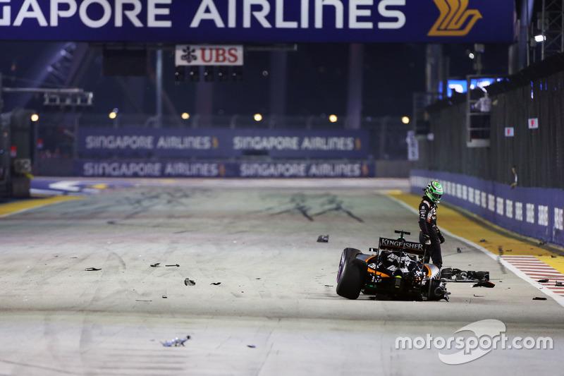 34: Гран Прі Сінгапуру. Ніко Хюлькенберг, Sahara Force India F1 VJM09 розбиває болід на старті гонки