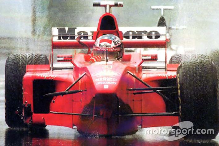 Michael Schumacher három keréken autózik