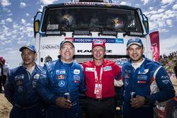 Владимир Чагин и экипаж-победитель: Айрат Мардеев, Айдар Беляев и Дмитрий Свистунов, КАМАЗ