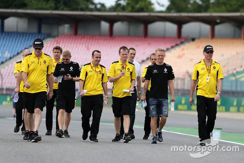 Alan Permane, Renault Sport F1 Team, und Kevin Magnussen, Renault Sport F1 Team