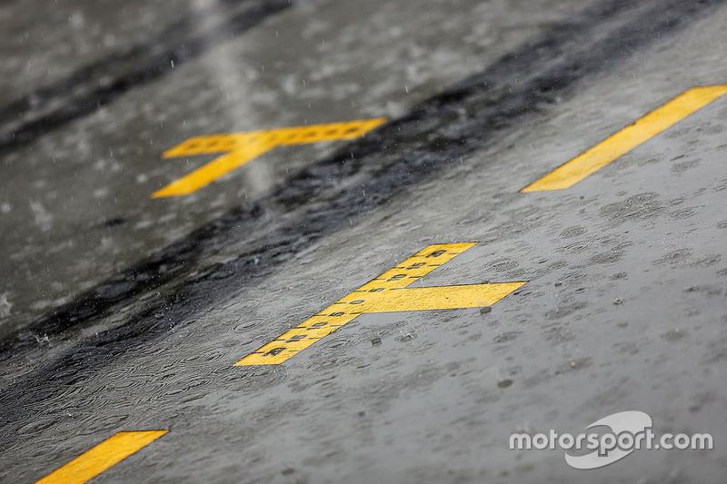 Gewitter vor dem Start zum Qualifying