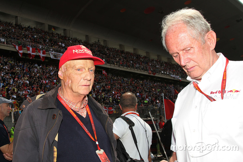 Niki Lauda, Mercedes Non-Executive Chairman with Dr Helmut Marko, Red Bull Motorsport Consultant on the grid