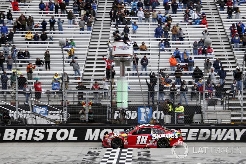 Kyle Busch, Joe Gibbs Racing se lleva la victoria