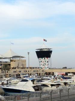 La marina et la tour Shams