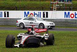 Kimi Raikkonen, McLaren Mercedes MP4/21 retired from the race