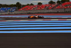 Stoffel Vandoorne, McLaren MCL33 et Kevin Magnussen, Haas F1 Team VF-18