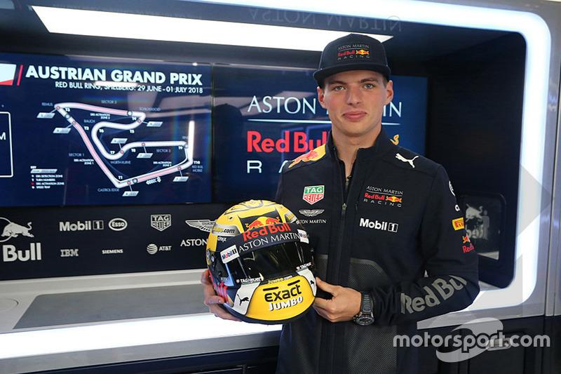 Max Verstappen, Red Bull Racing con su casco especial