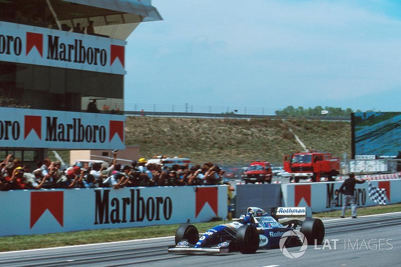 Деймон Хілл, Williams FW16 перетинає картатий прапор та перемагає
