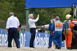 Charlie Whiting, FIA Delegate observes the scene of the Brendon Hartley, Scuderia Toro Rosso STR13 crash in FP3