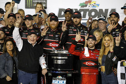 Race winner Austin Dillon, Richard Childress Racing Chevrolet Camaro with the team