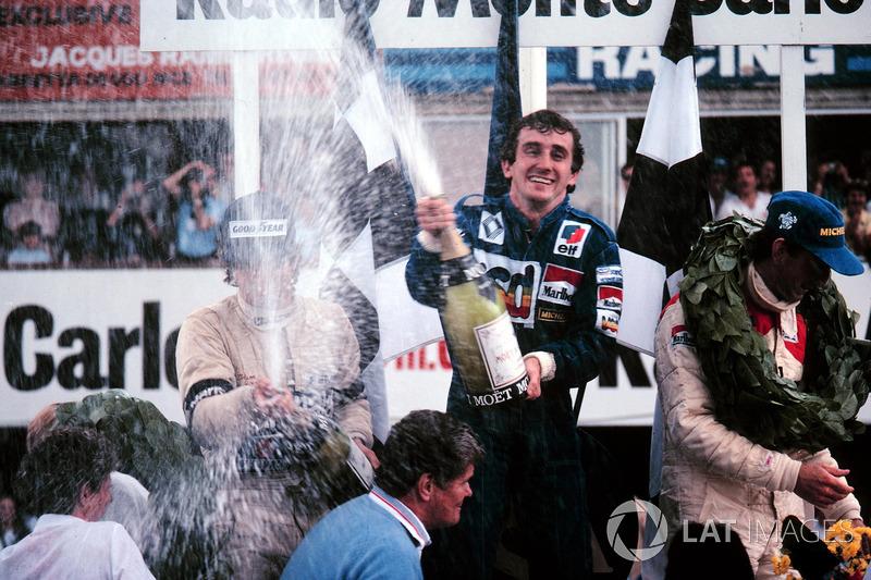 Podio: il vincitore della gara Alain Prost, McLaren, il secondo classificato Nelson Piquet, il terzo