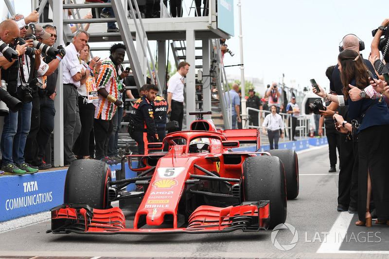 El ganador de la carrera Sebastian Vettel, Ferrari SF71H llega al parc ferme