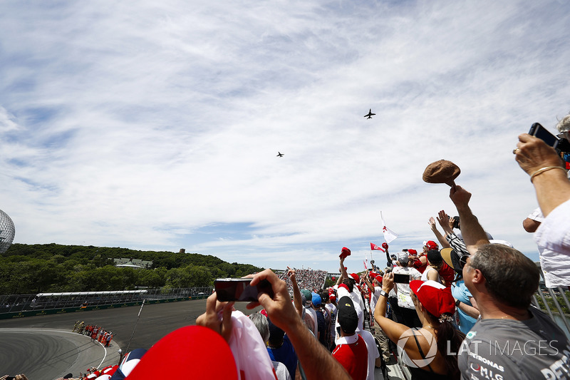 A pair of McDonnell Douglas CF-18A Hornets of the RCAF fly over the crowd prior to the start