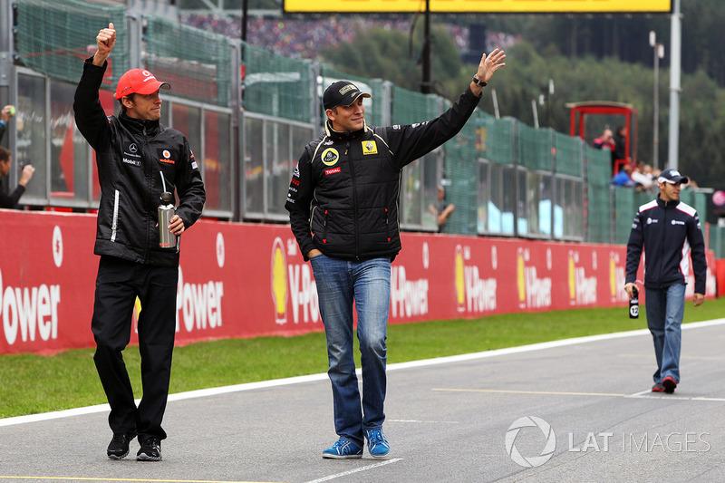 Jenson Button, McLaren et Vitaly Petrov, Lotus Renault GP