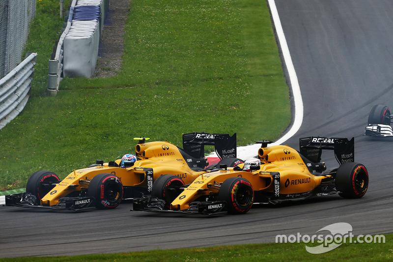 Jolyon Palmer, Renault Sport F1 Team RS16 e il compagno di squadra Kevin Magnussen, Renault Sport F1 Team RS16 alla partenza