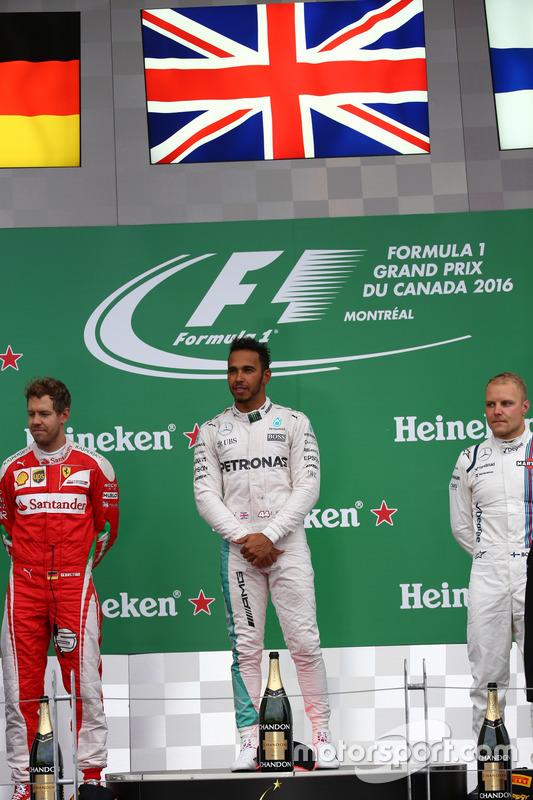 Перше місце - Льюїс Хемілтон, Mercedes AMG F1 W07, друге місце Себастьян Феттель, Scuderia Ferrari SF16-H та третє місце Валттері Боттас, Williams Martini Racing FW38