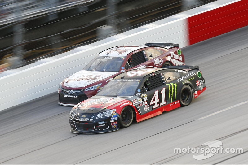 Kurt Busch, Stewart-Haas Racing Chevrolet, David Ragan, BK Racing Toyota