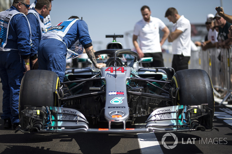 Mercedes-AMG F1 W09 nose and front wing